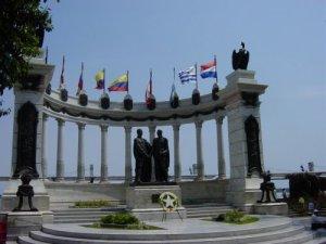 Monumento a Simón Bolivar y a San Martín